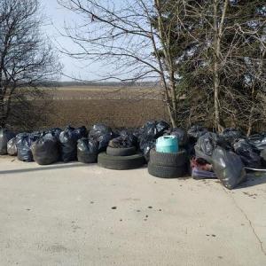 """Близо тон и половина отпадъци бяха събрани в парк """"Дъбовете"""" край Добрич"""