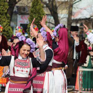Красотата на българския фолклор завладя на празника центъра на Добрич