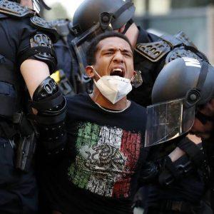 Медиите: В САЩ най-малко 11 души загинаха по време на протестите
