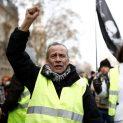 НА ЖИВО: Жълтите жилетки удрят улиците на Париж за 62-ра седмица поред