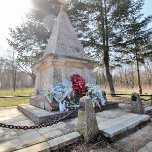 Положиха цветя на Руския паметник и Братската могила в Добрич