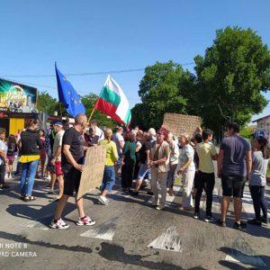 """Протест заради безводие в Стожер: """"Искаме вода всеки ден, всяка вечер, искаме да можем да се къпем"""""""