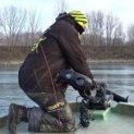 Рибар извади гигантски сом с дължина почти 3 метра