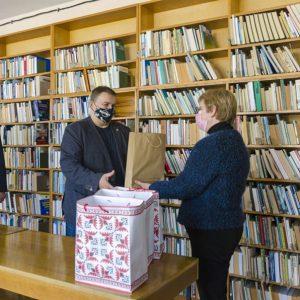 Кандидатите от ГЕРБ–СДС дариха книги за децата на Добрич и призоваха гражданите да подпомогнат с книги българските читалища