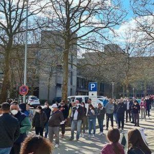 Опашки пред секции за гласуване в чужбина