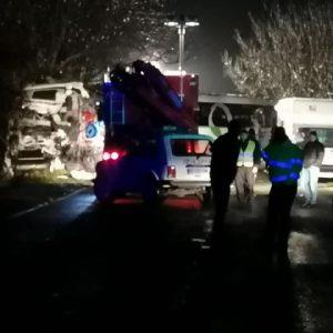 Трима загинали при удар между автобус и тир по пътя София – Варна